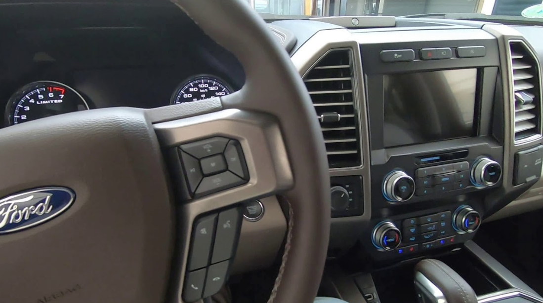 2022 Ford Lobo Interior